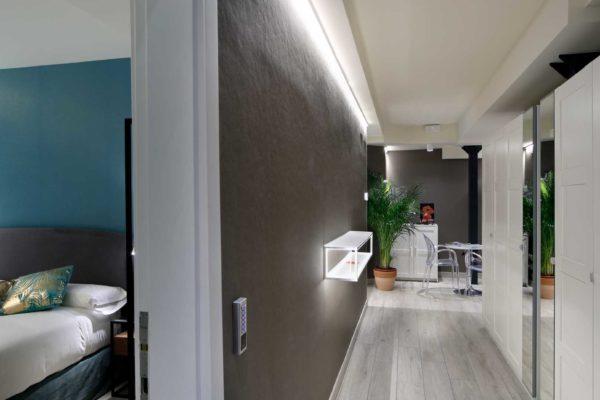 habitacion-y-pasillo-pension-plaza-nueva-bilbao